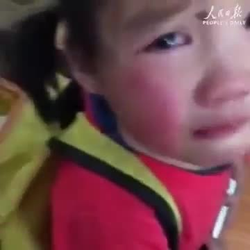 Toddler smuggles stray puppy into class but breaks down when teacher opens her backpack