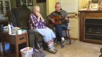"Country Legend's 92-Year-Old Mother Plays ""Silent Night"" On Harmonica"