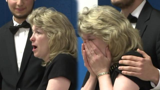 Music teacher retires after 34 years, then sees all her old students secretly planned to perform
