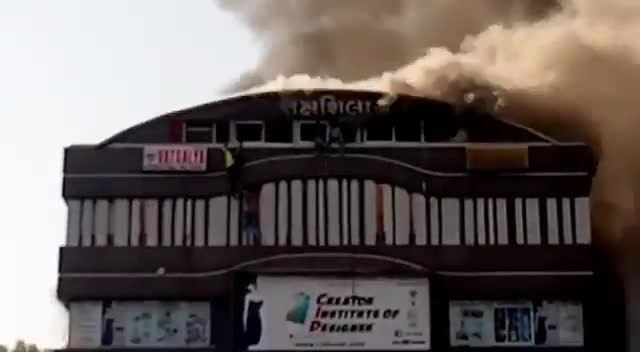 Massive Fire at ine commercial Complex , Named तक्षशिला  Many Students were stuck, a Brave man tried