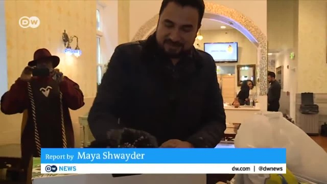 Washington DC: Pakistani restaurant owner serves homeless for free | DW News