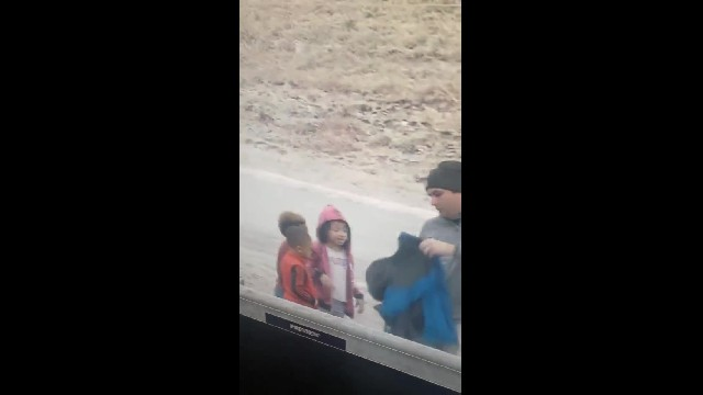 Meteorologist gives his clothing to children in cold after parents involved in accident