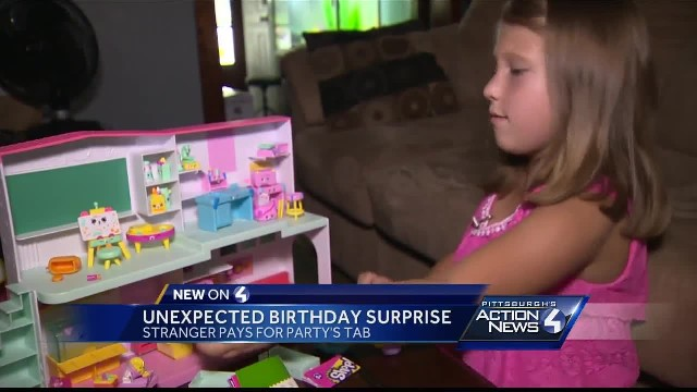 Mom floored by waitress's announcement during her daughter's birthday dinner