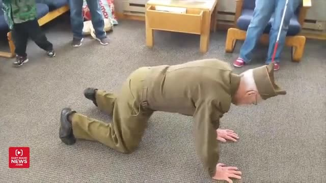 91-year-old military veteran shows off his one-arm push-ups