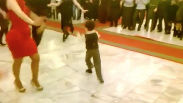 This 7-year-old boy invites a beautiful woman to dance His skills