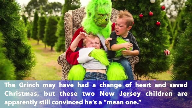 VIDEO: Hilariously Grinch scares children taking Christmas photos