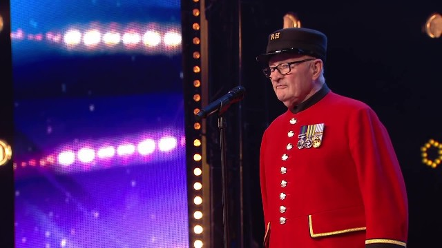 Elderly veteran sings touching tribute to his late wife