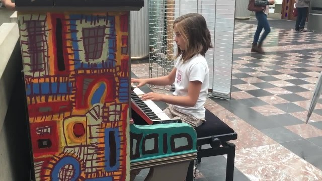Tiny girl sits at public piano and in matter of moments becomes internet sensation with song choice