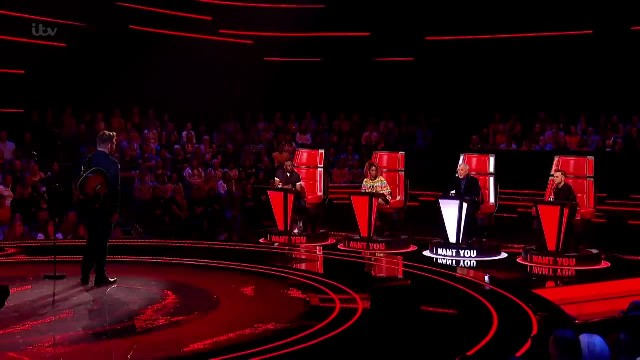 Tearful Tom Jones rises to his feet and suddenly sings with 'Voice' contestant after realizing their