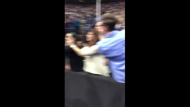 Bruce Springsteen dances with 91 year old Jeanie on stage!