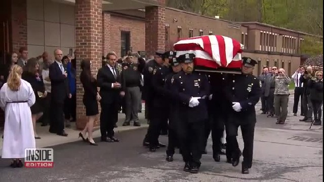 Hundreds Of Mourning Strangers Attend WWII Hero's Funeral After He Passes Away All Alone
