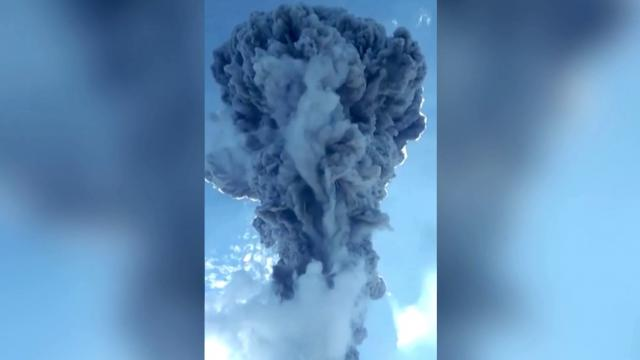 Thousands flee erupting Indonesian volcano