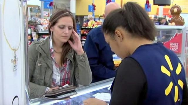 Mom's struggling to buy her kid's Christmas gifts, how a stranger responds shocked the whole store