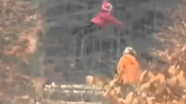 Amazing footage accidently recorded the scene of a Russian girl flying in the air, does real qinggon