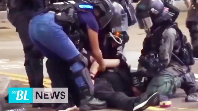 Evidence of Hong Kong police's physical assault- Humping on female protester's head during an arrest