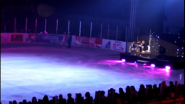 Man smoothly grabs woman on ice - within seconds 'Dirty Dancing' routine makes everyone's eyes pop