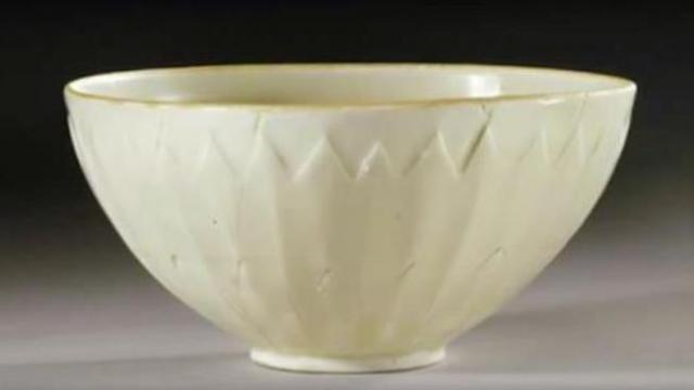 Woman bought bowl for $3 at yard sale, then experts tell her what it's really worth