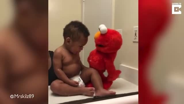 Dad films loving Elmo sing-a-long impression for one year old son - Rumble