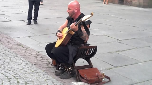 Street Performer sits by Church and Instantly Mesmerizes Crowd with his Unique Voice