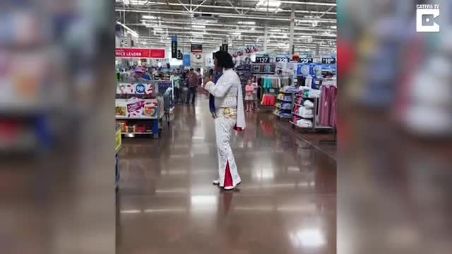 'Elvis' Sets His Eyes On Elderly Shopper When She Suddenly Joins Him For Duet No One Saw Coming