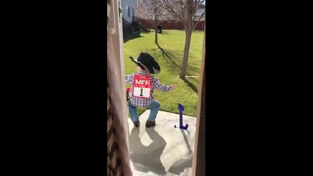 Dad catches toddler son holding 'private concert' off backstep, singing George Strait 1