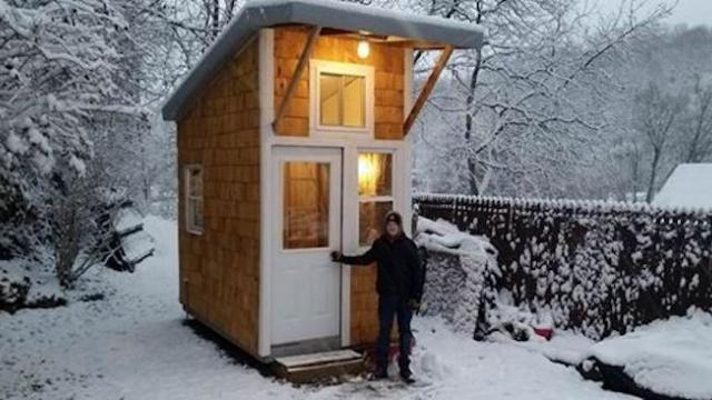 13-yr-old builds own house for $1,500 Look when he opens door