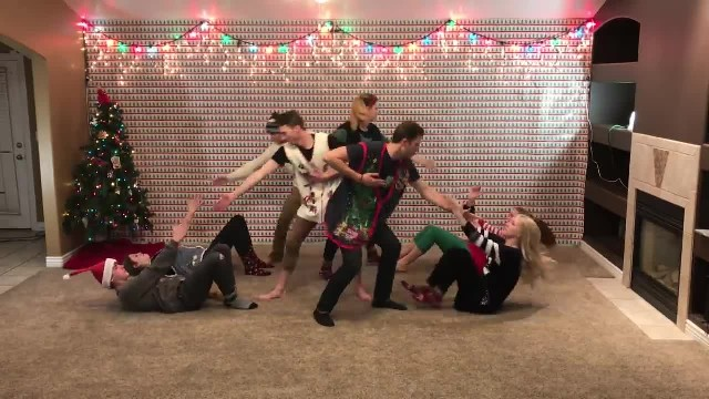Wearing Their Mom's Christmas Sweaters 8 Siblings Line Up For Dance Lighting Up The Internet