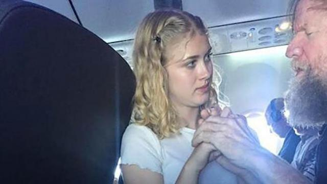 Teen helps deaf, blind man on flight and her kind act goes viral