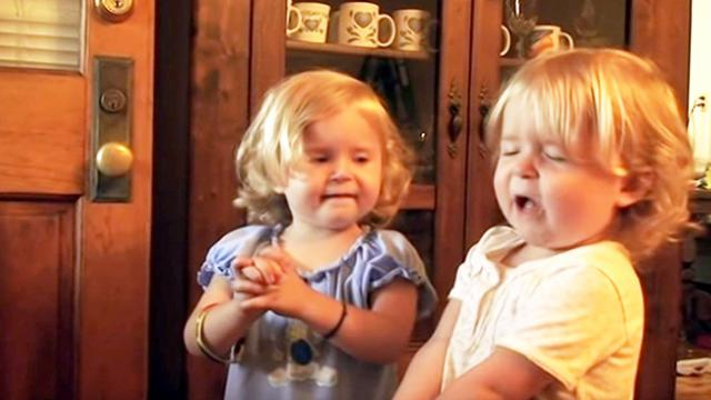 Daddy asks his twin girls to pray only to get answer that has Internet losing it