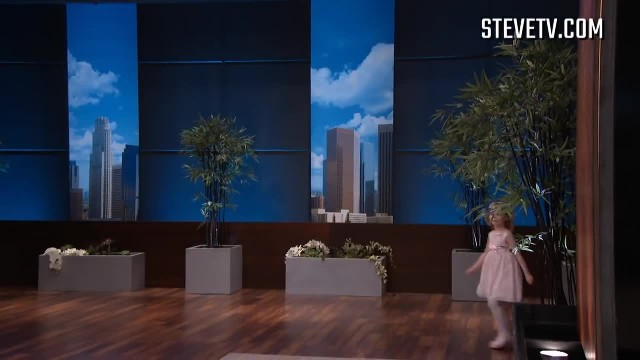 "Steve Harvey asks 6-year-old to sing for mom but doesn't expect unusual ""deal"" she makes next"