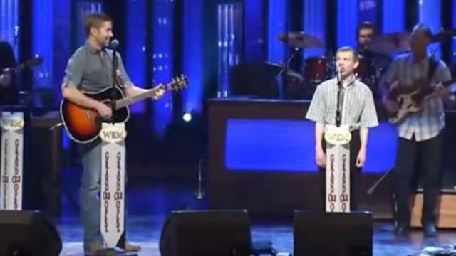 Josh Turner's beautiful duet with boy with autism brings everyone to their feet