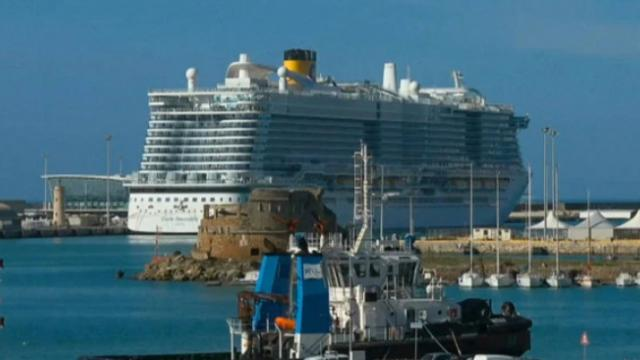 6,000 passengers trapped on Italian cruise ship over coronavirus fears