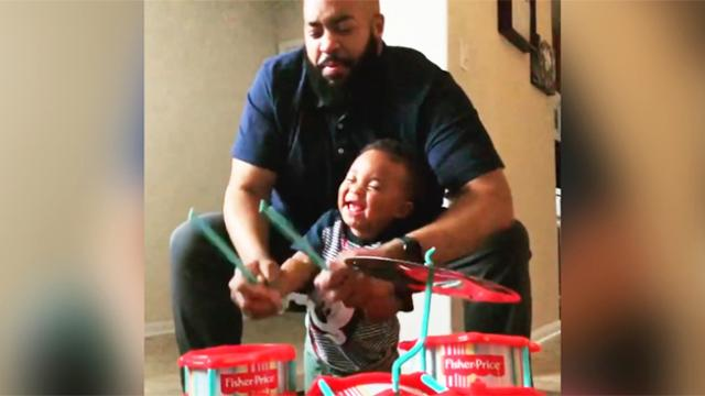 "Little boy can't stop laughing ""Playing"" drums with dad in adorable home video"