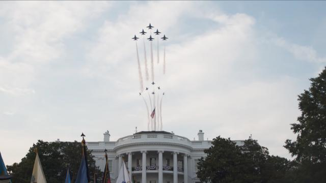 Powerful American military aircraft fly over the White House on the fourth of July