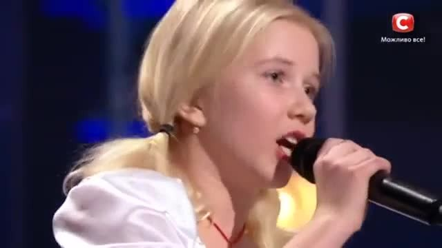 Choosing the most 'hard-to-breathe' song in the world to compete, 11-year-old girl makes the judges