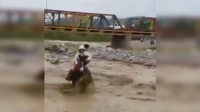 Watch: Man rides his horse, rescues two women and two girls trapped in a river