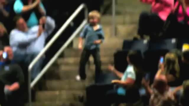 Little boy started dancing at a concert and steals the show