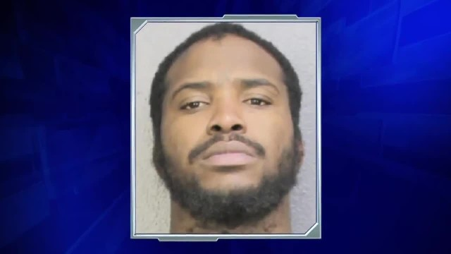 'Dangerous' murder suspect mistakenly released from Florida jail
