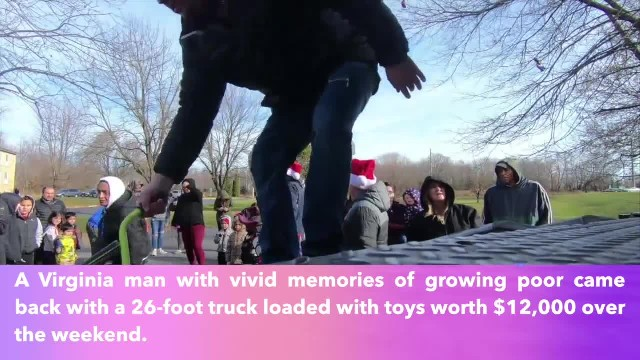 Man who grew up poor returns to his hometown and gives $12,000 worth toys to children like him