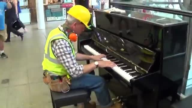 Builder takes seat at piano and in a matter of seconds makes crowd stop in their tracks