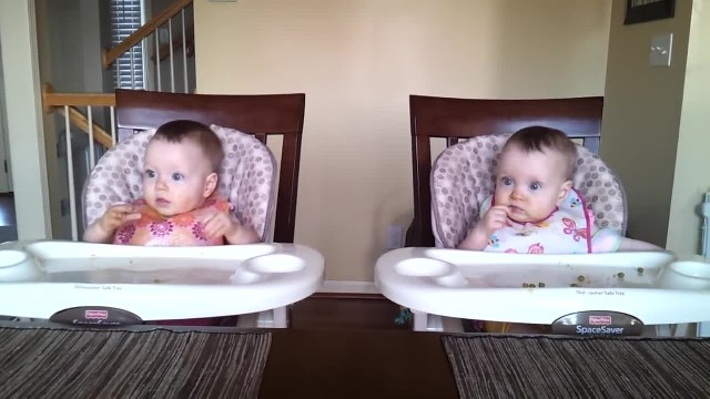 Twins hear daddy's guitar and bust out with move that has mom doubling over in laughter