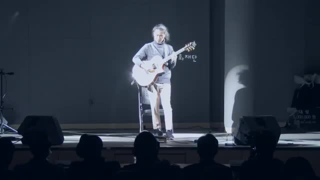 Korean guitarist plays a beautiful 'Hotel California' tribute and stuns the audience