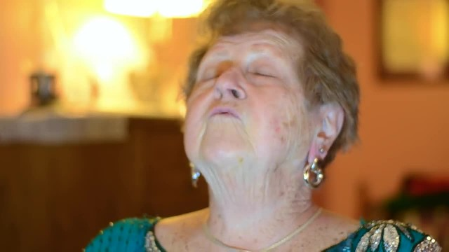 Grandma's Getting Ready For A Night Out - Her Makeup Tutorial Is Absolutely Priceless