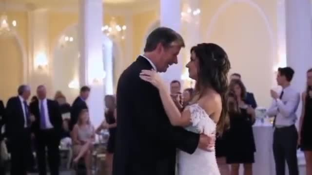 Bride surprises father halfway through dance – voice interrupts song and makes him fall apart