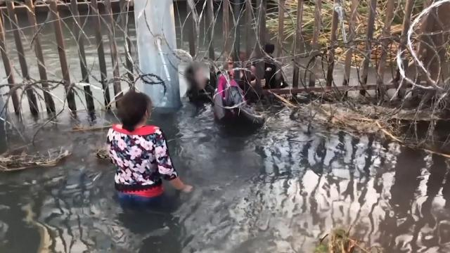 Shocking video shows migrant at the border smugglers forcing children under water