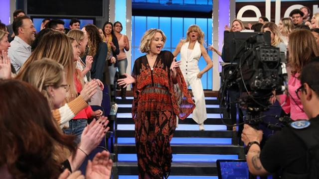 Kate Hudson tells Goldie Hawn to dance and she delivers with moves that has audience roaring