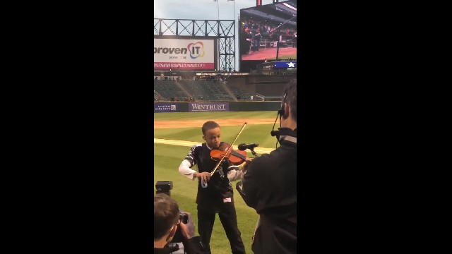 Young violinist wows with National Anthem performance at Sox game