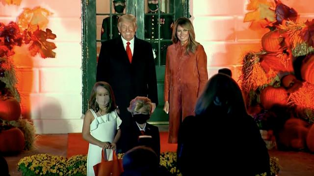'Mini Trumps' steal show at WH Halloween