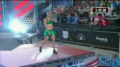 Watch this stunt woman blaze through the American Ninja Warrior obstacle course and made it look eas