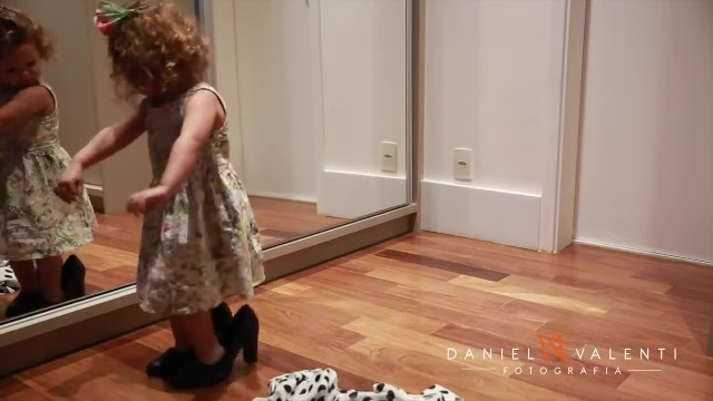 Mom catches little one dancing adorably in her heels